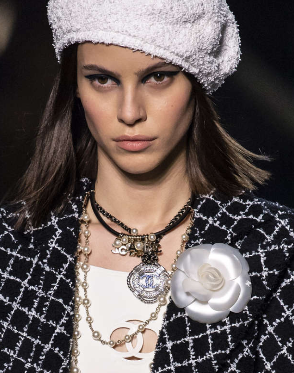 Chanel Cruise 2018 2019 Collection Details   Jewelry 2018   Chanel ... c975994e3dc