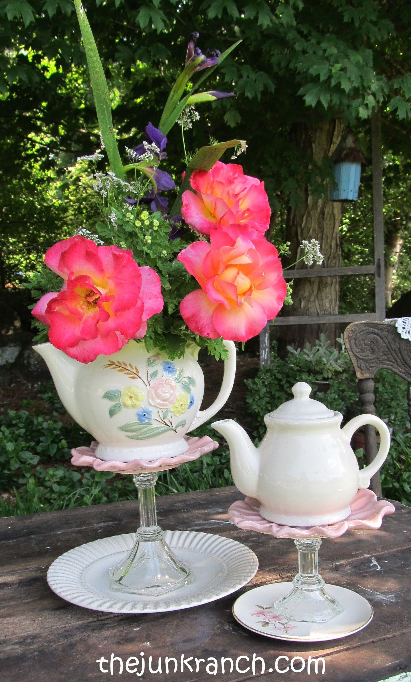 tea pot centerpieces with removable lids for flowers if you choose tea party tischdeko. Black Bedroom Furniture Sets. Home Design Ideas