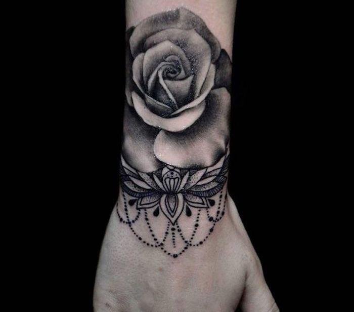 Tatouage Rose Poignet Elles Poussent Sur La Peau Tatouage