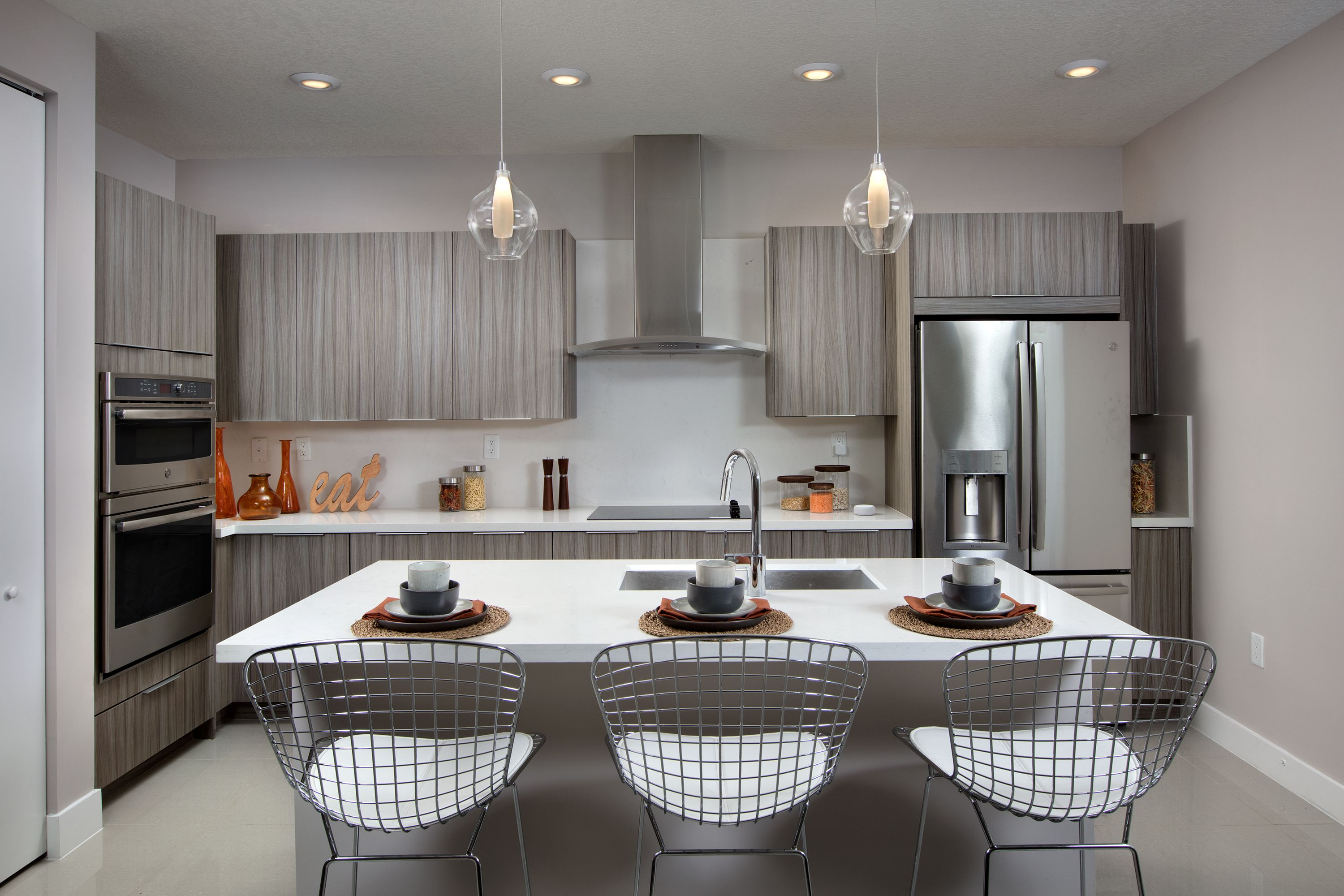 This Well Equipped Kitchen Offers A Stainless Steel Appliance Package With French Door Refrigerator A Sleek Ceramic Glas In 2020 New Condo New Home Communities Lennar