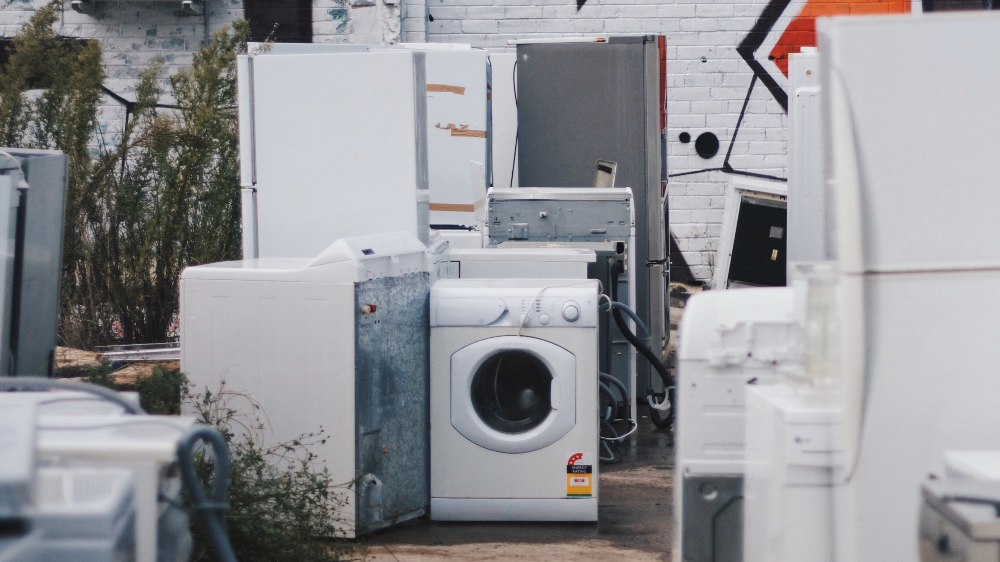 The European Commission Has Ratified Right To Repair Regulations Which Will Require Manufacturers To Desig Old Refrigerator Home Appliances Large Appliances