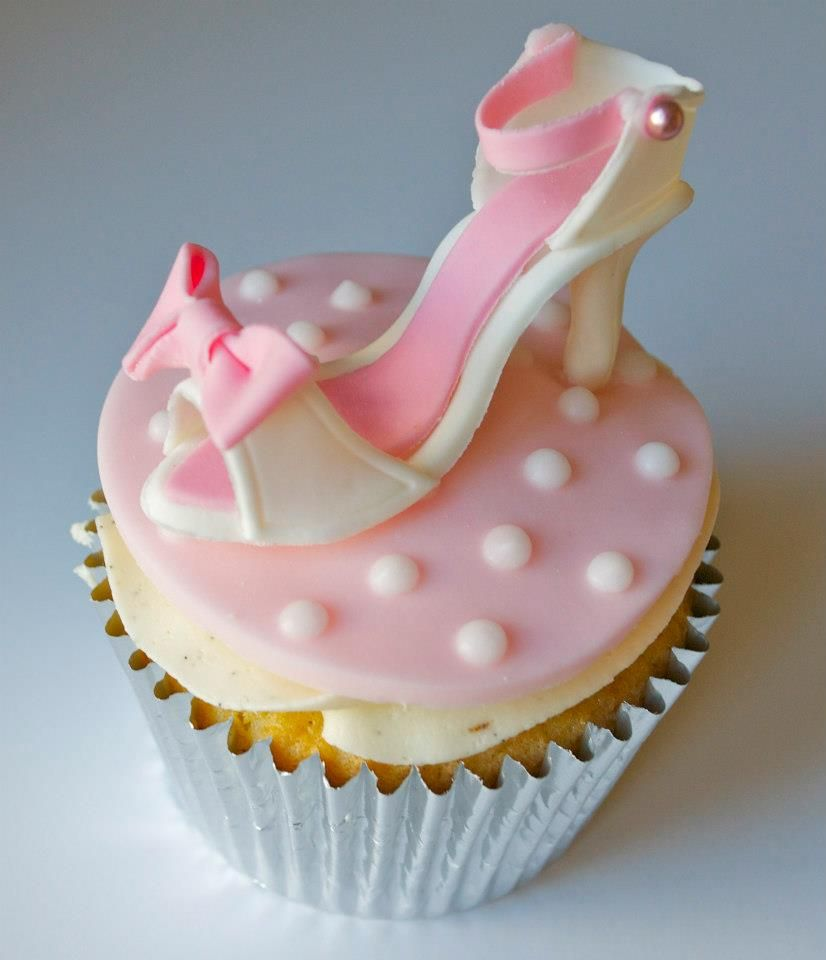 Sweet Wedding Cupcakes and Cake Pops by Sugar Ruffles | Weddings ...