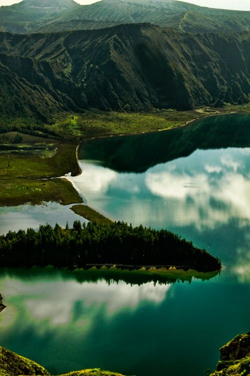 . . . Lagoa do Fogo . . . São Miguel, Açores - Portugal - Foto: Cristina RePinned by : www.powercouplelife.com