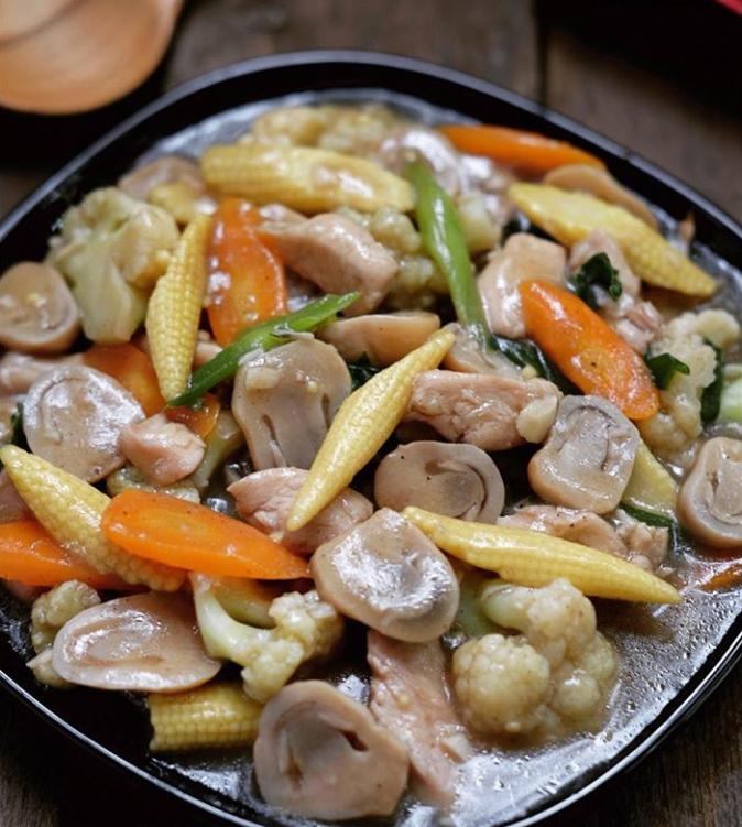 Cara Membuat Ayam Cah Jamur Dan Resep Ayam Cah Jamur Ala Bakmi Gm Lengkap Bahan Bikin Tumis Ayam Jamur Serta Resep Masakan Ayam Resep Resep Masakan Resep Ayam
