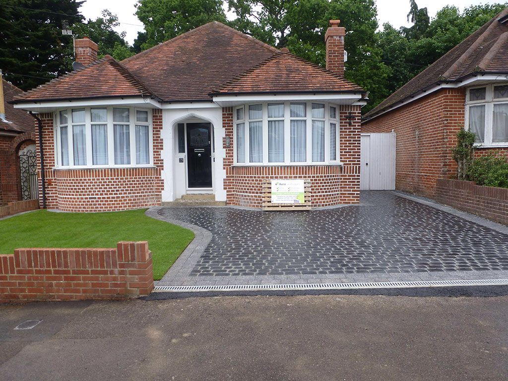Nice new driveway and house in good condition houses uk for Bungalow designs uk