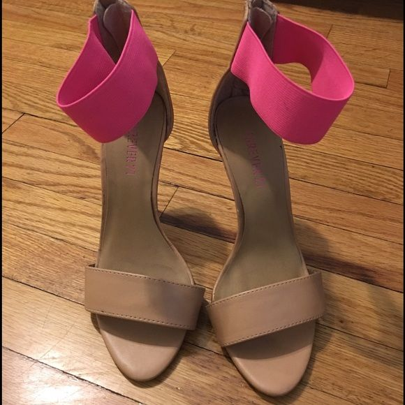 Cute forever 21 heels  One of the zippers does not go down ✖️ but still can put on through the strap. Forever 21 Shoes Heels
