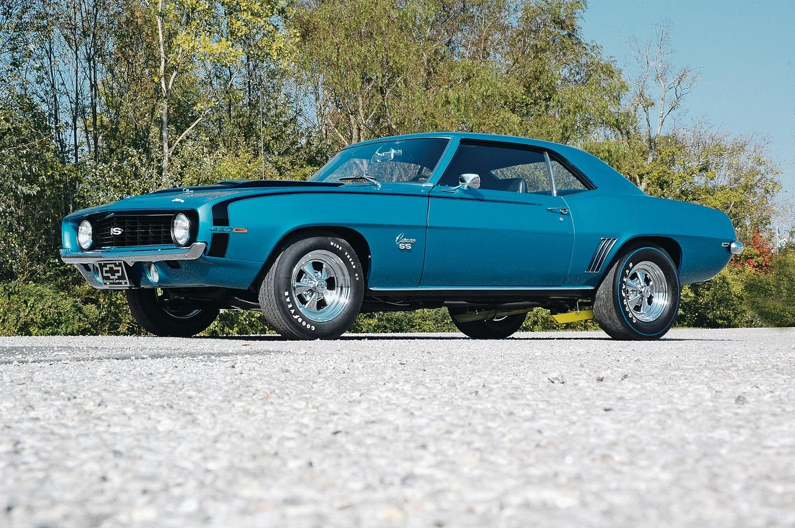 I would trade a girl for this ANYDAY!... What a Gorgeous 1969 Camaro ...
