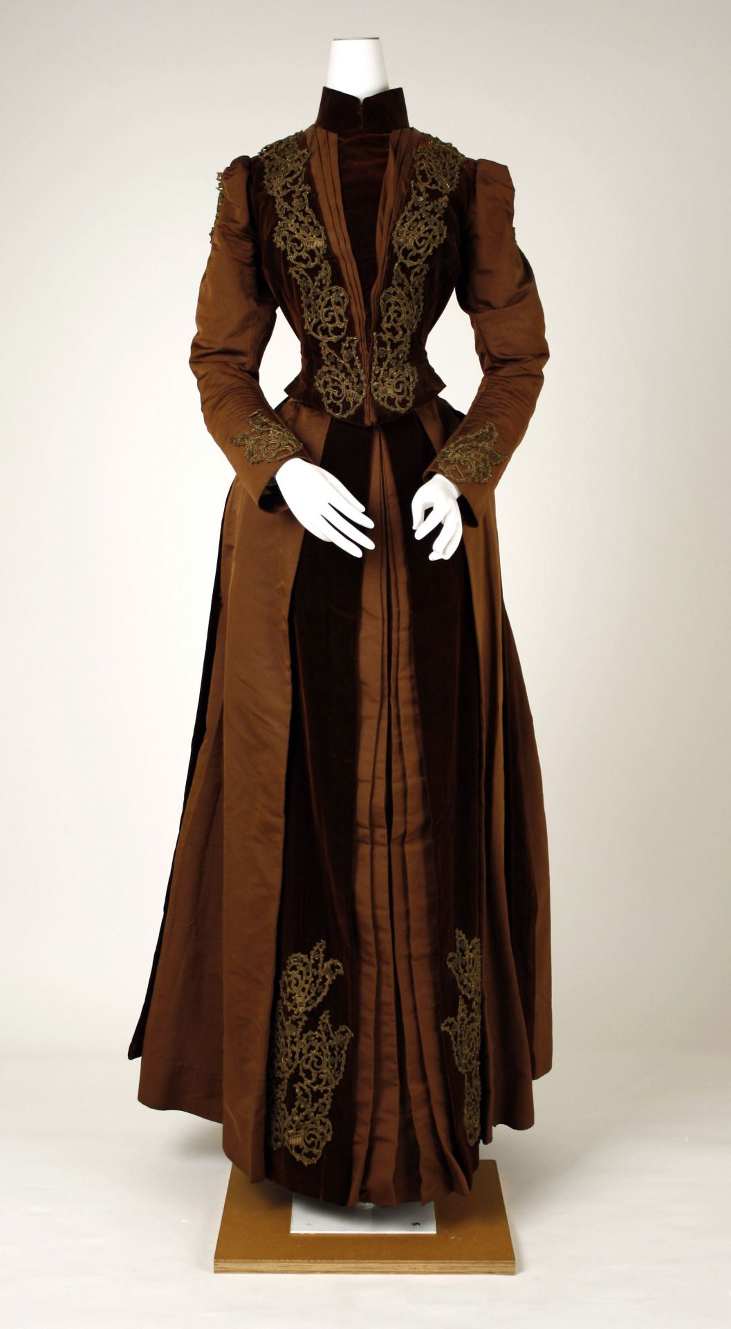 Dress 1880 Metropolitan Museum Of Art Victorian