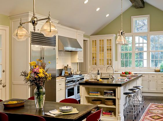 another example of straight molding with a vaulted ceiling vaulted ceiling kitchen kitchen design on kitchen cabinets vaulted ceiling id=27099