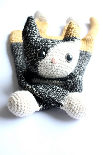 Free crochet pattern for cat with link to Ravelry