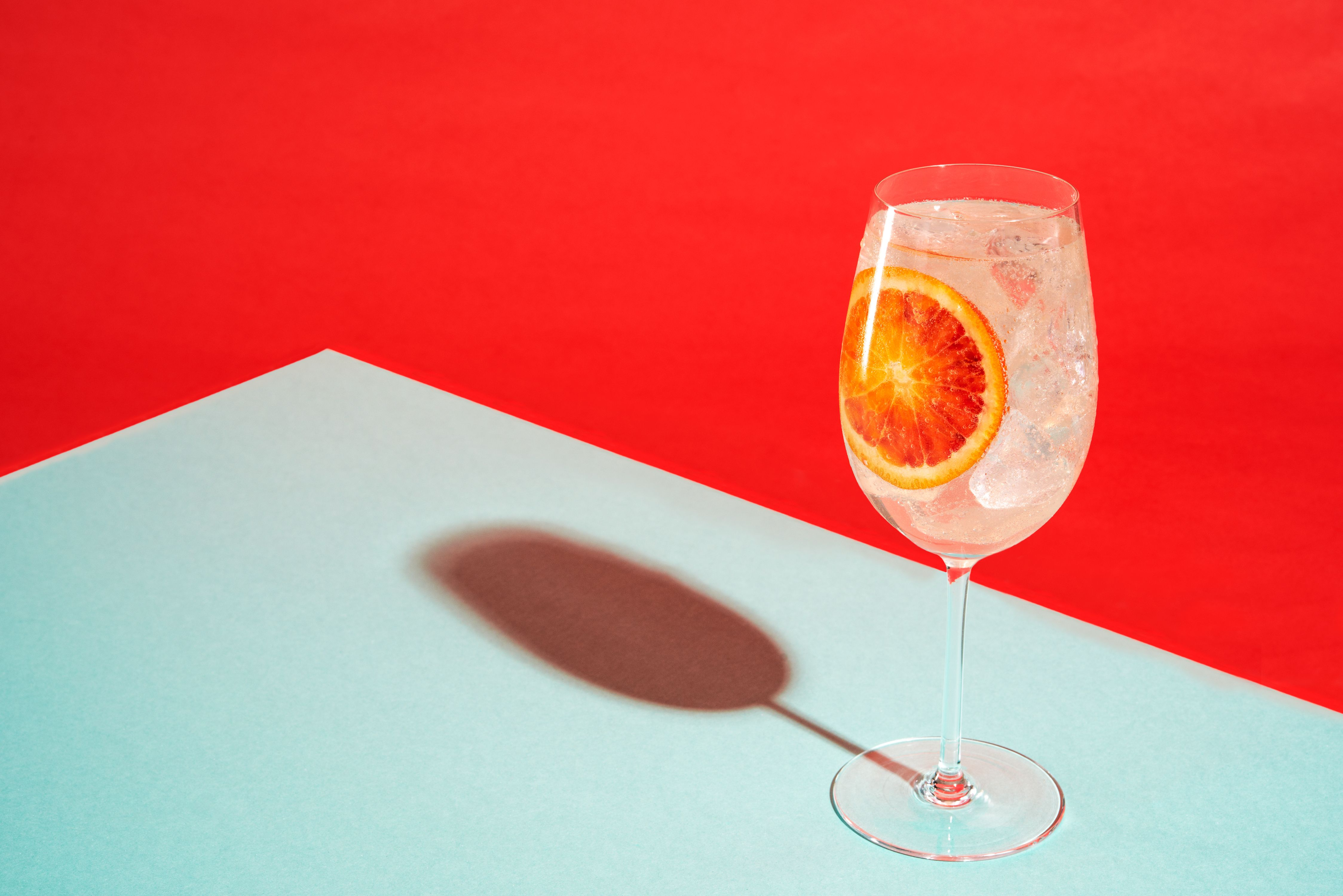 Solerno Sparkling 1 Pt Solerno 5 Pts Sparkling Wine Pour Over Ice In A Wine Glass And Garni Bartenders Photography Photographing Food Cocktail Photography