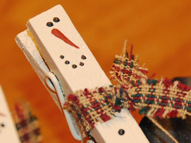 Attractive Clothespin Crafts Christmas Part - 4: Mini Clothespin Snowmen