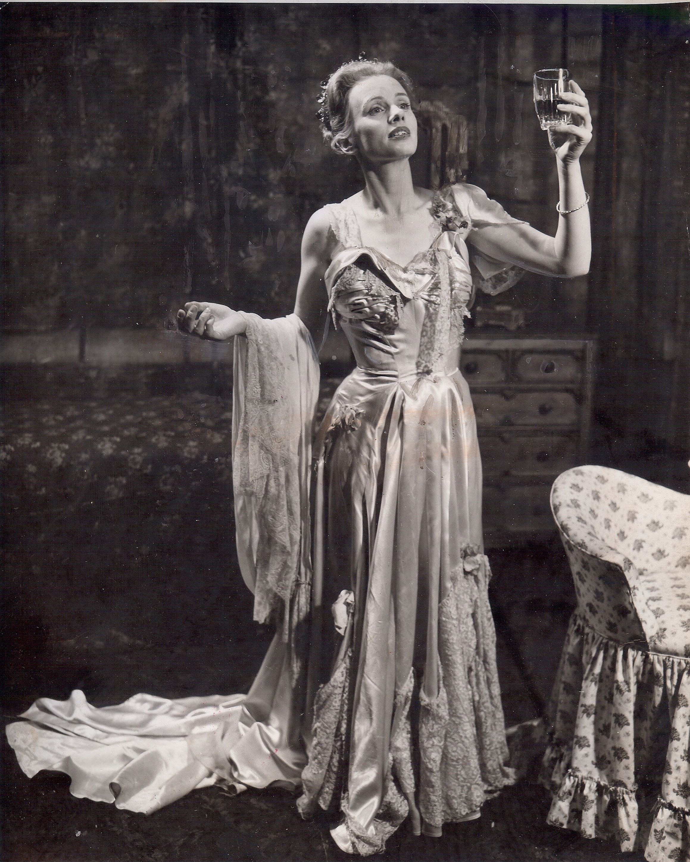 "an analysis of the character of blanche dubois in a streetcar named desire ""a streetcar named desire is a lyrical drama about the decline and fall of blanche dubois (londre, 1979: 78) in this quotation felicia hardison londré indicates that both the character and the inner development of the protagonist blanche are the focus of attention in a streetcar named desire."