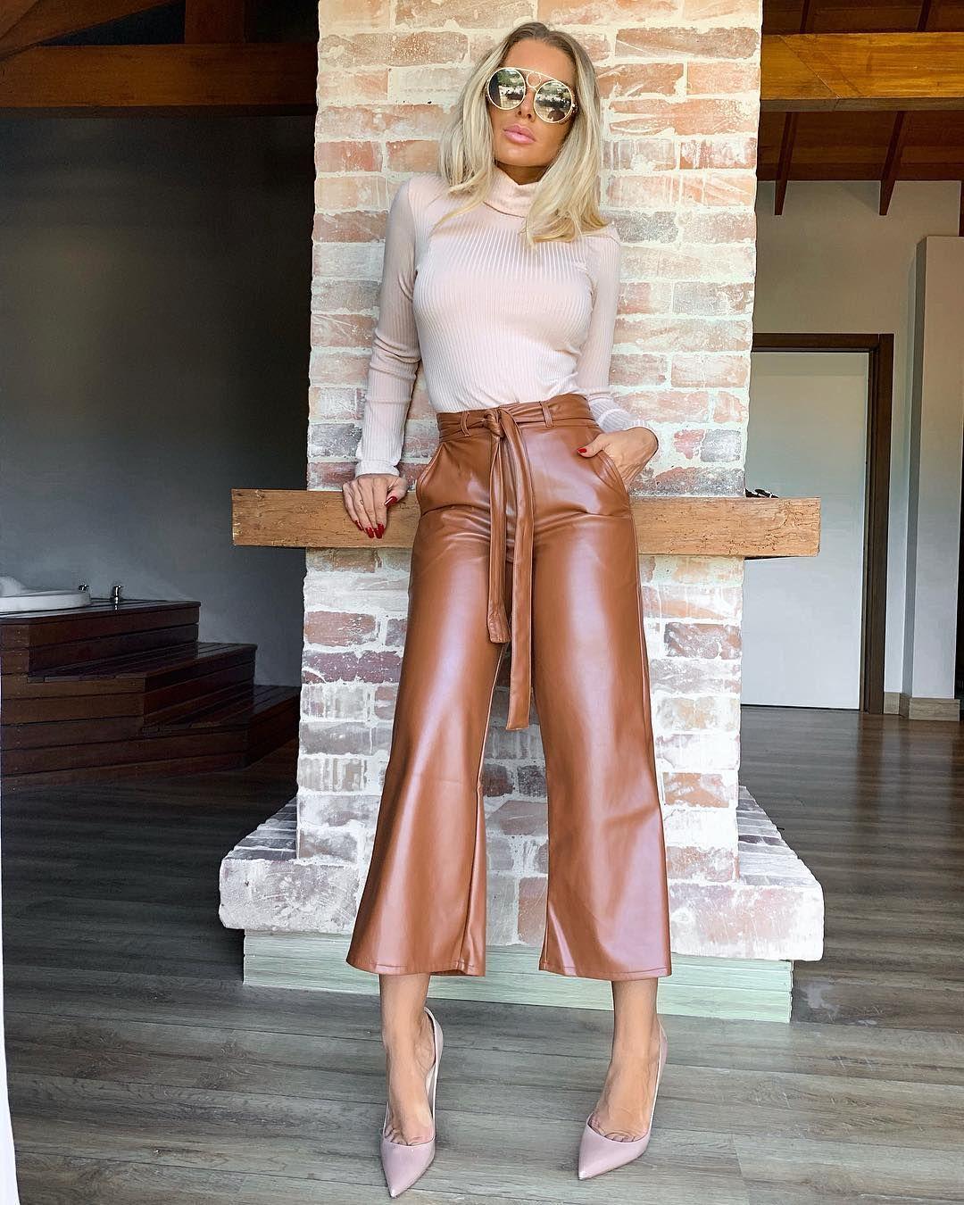"""Картинки по запросу """"коричневые кожаные штаны с чем носить"""""""