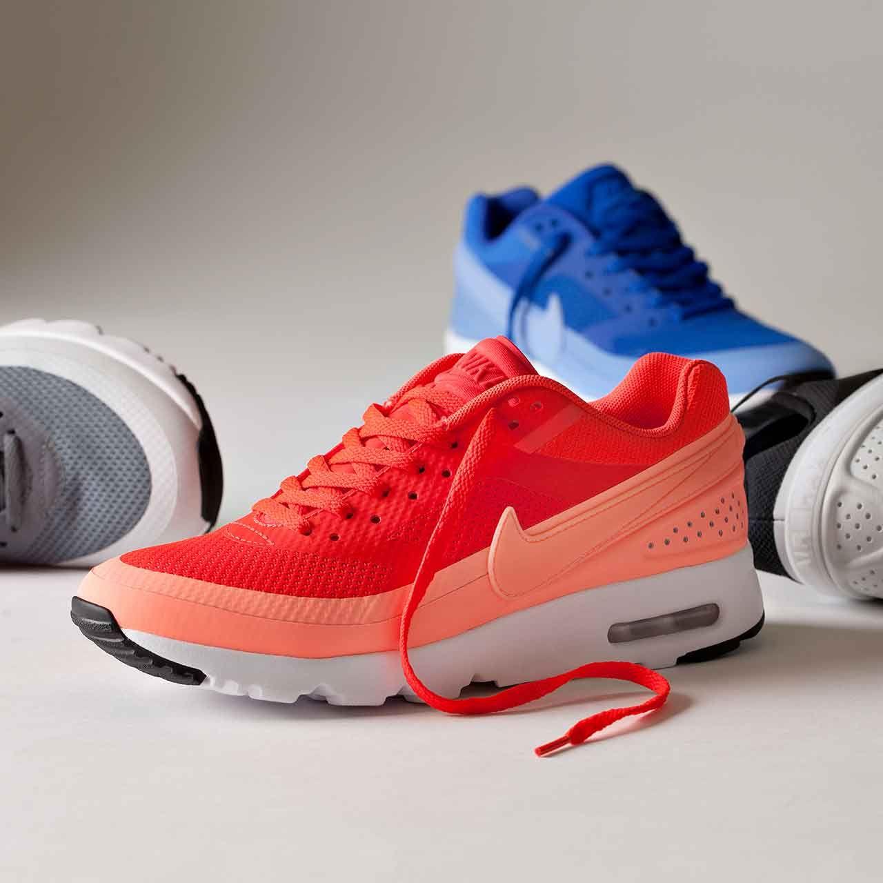 Nike Air Max Dans Les Choses De Couleur Rouge