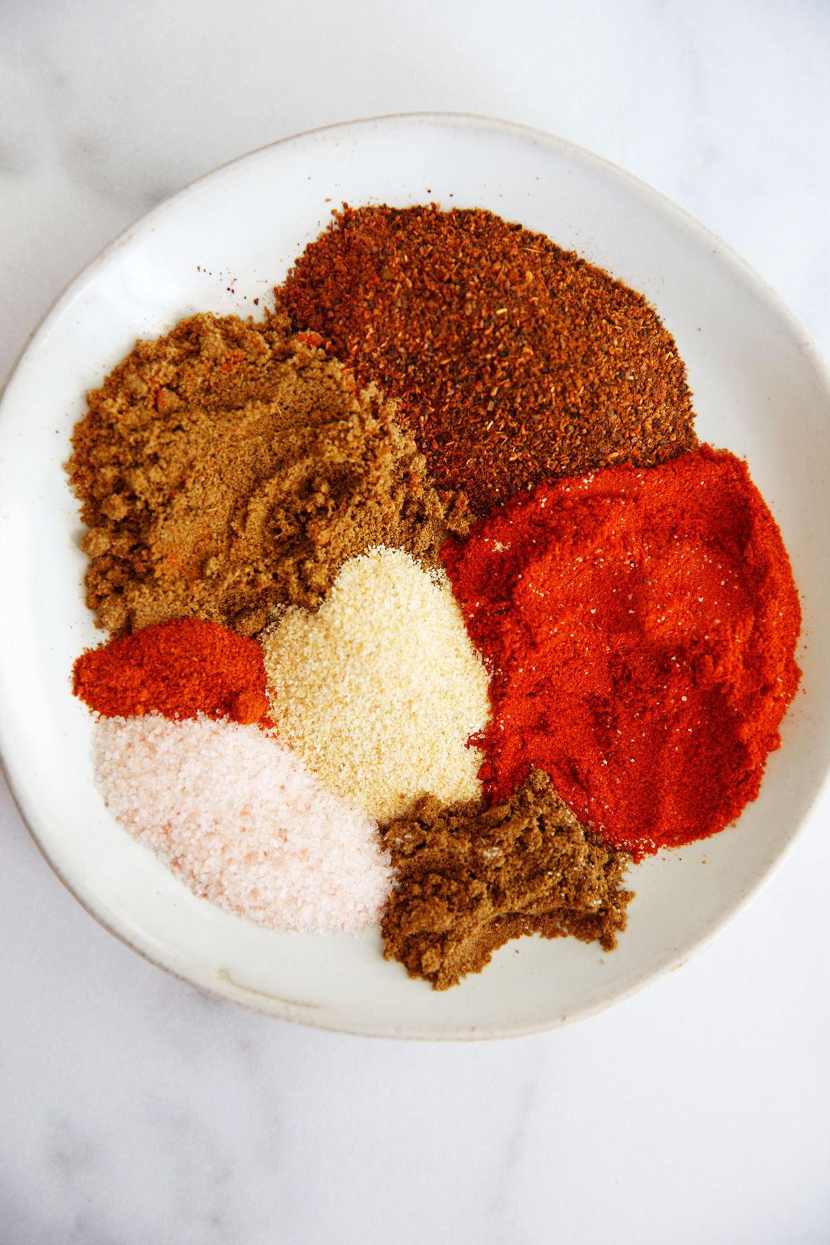 If you've got 5 minutes, than you can put together this easy homemade taco seasoning recipe and always have some for taco Tuesday, or any night of the week! #maketacoseasoning