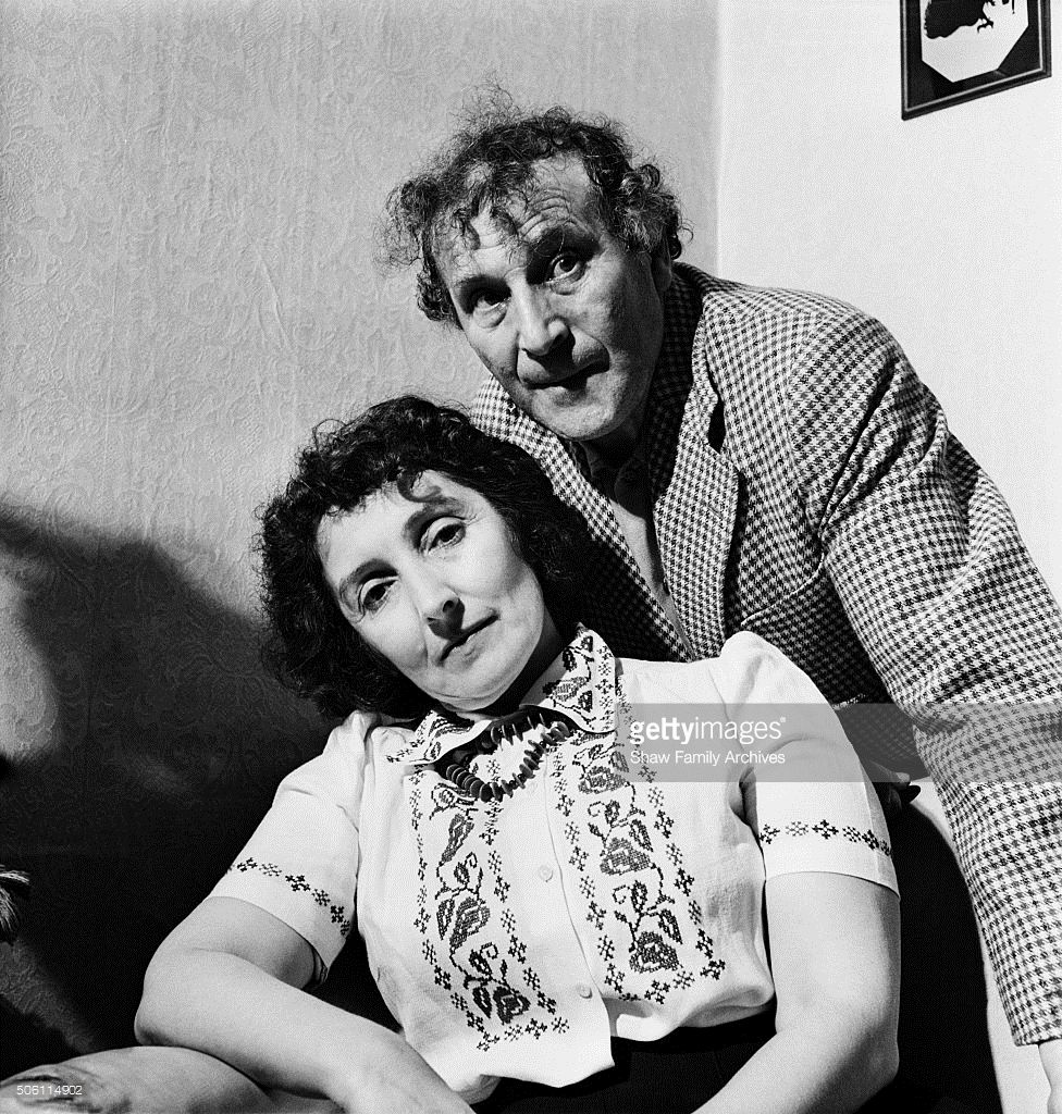 Artist Marc Chagall and his wife Bella Rosenfeld Chagall in 1944 in... | Marc chagall, Chagall, Photo