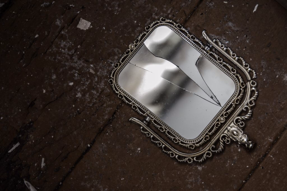 разбитое зеркало картинки