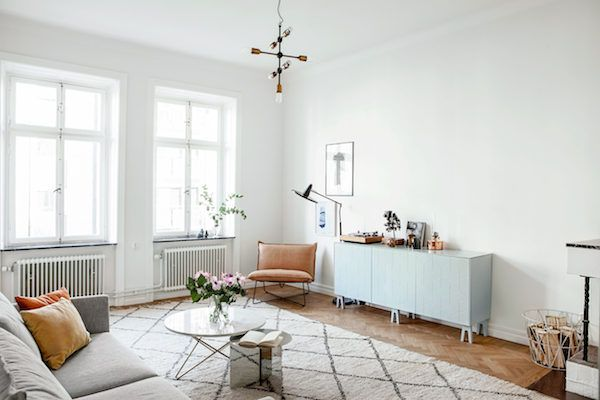 Sitting room in a Stockholm space with pretty colours. Fantastic Frank.