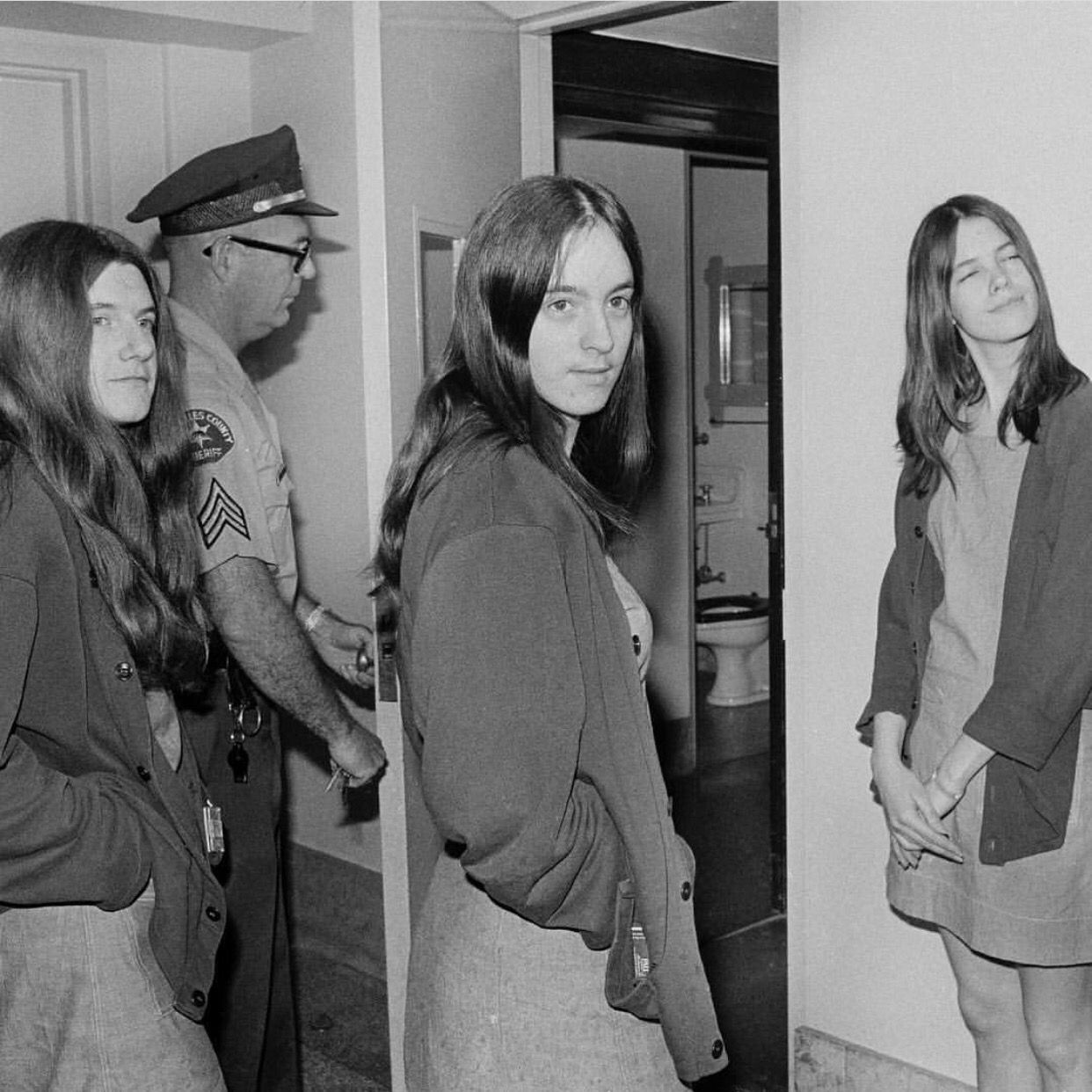 Manson girls | Helter Skelter | Charles manson, Leslie van