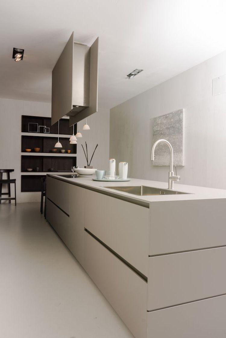 moderne Küche Greige Taupe weiße Arbeitsplatte | Wohnideen Küche ...