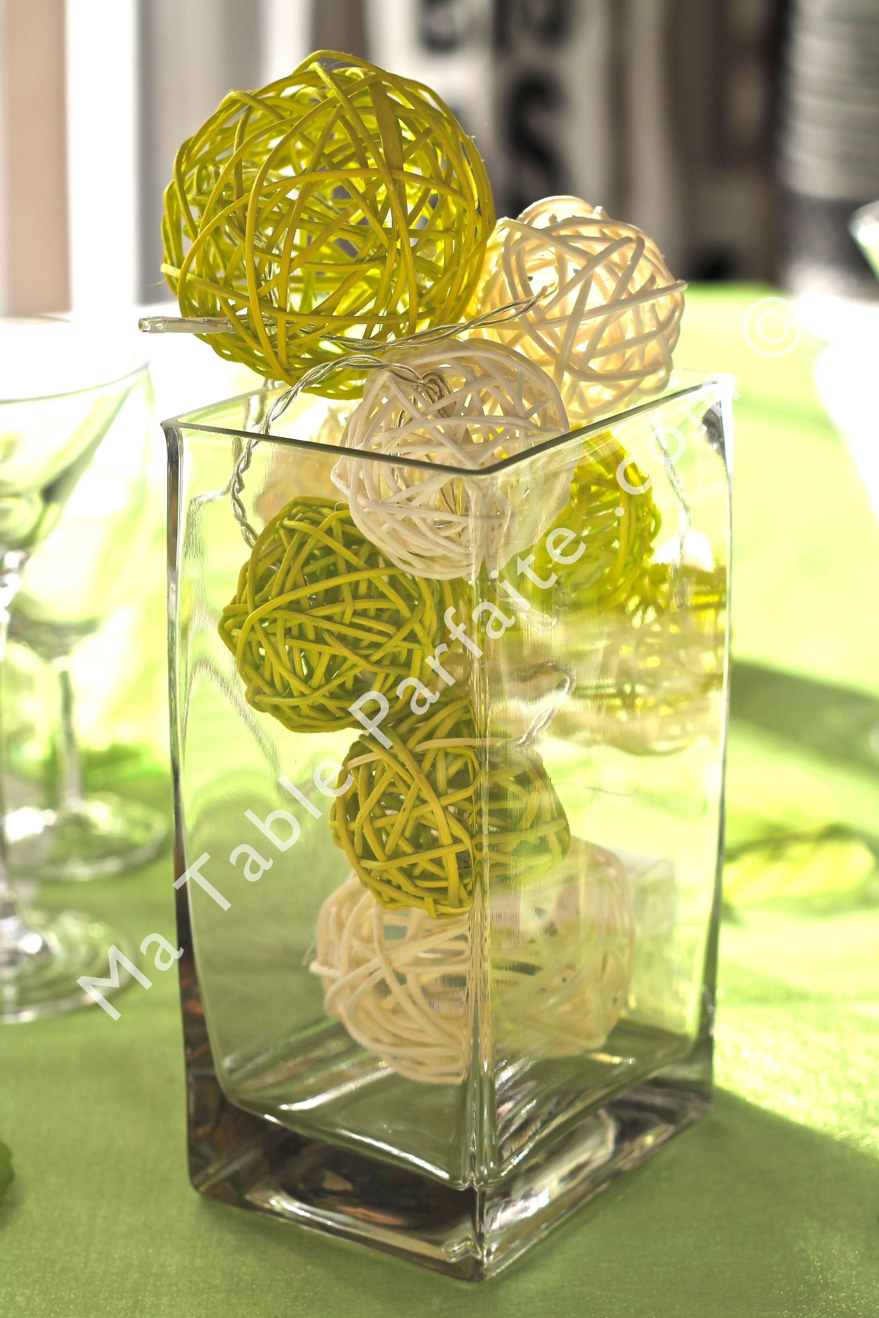 Cette guirlande lumineuse LED à piles est idéale pour un usage intérieur en  décoration de table. Ici agrémentée de boules rotin blanches et vertes, ... 3a0d84a5aed6