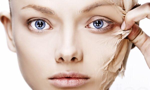 Las máscaras para la persona niveya azul