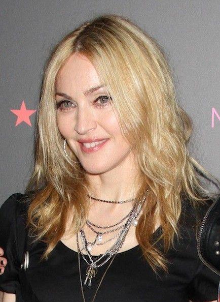 Madonna (* 16. August 1958 in Bay City, Michigan als Madonna Louise Ciccone, seit ihrer Firmung 1967 Madonna Louise Veronica Ciccone) ist eine US-amerikanische Sängerin, Songschreiberin, Schauspielerin, Autorin, Regisseurin, Produzentin und Designerin.