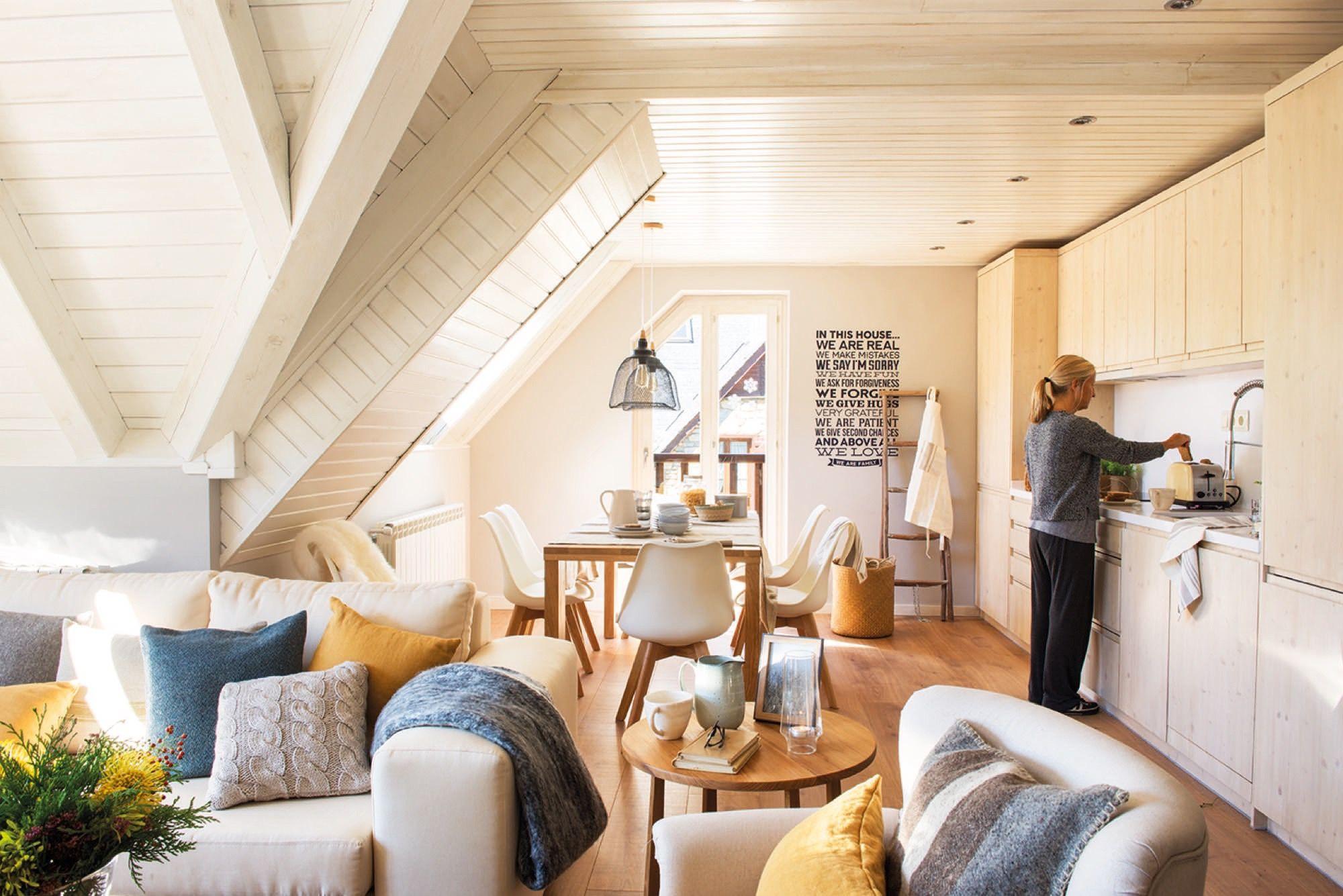 Comedor salon de un piso peque o semi abuhardillado en la for Decoracion piso montana
