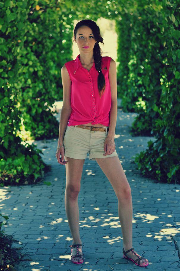 Camisa: VJ-STYLE Cinturón: SuiteBlanco Shorts: Bershka Sandalias: XTI