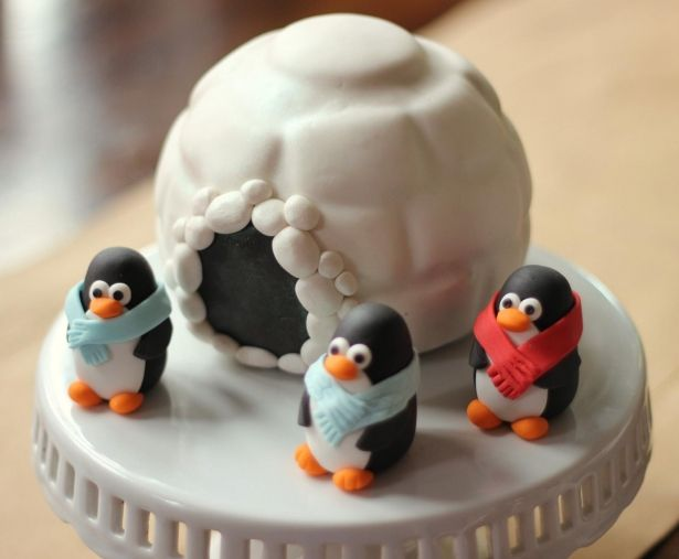 Set of 3 penguin fondant toppers.  perfect for your Christmas penguin cake topper by Les Pop Sweets on Gourmly