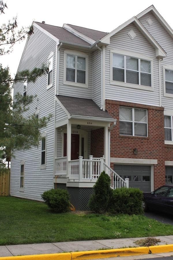 Townhouse for rent near Pentagon, Virginia 2 Bed / 2.5