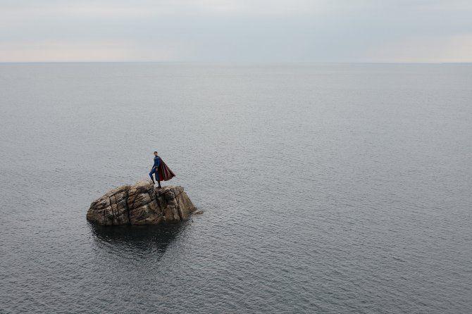 La terribile solitudine dei supereroi nelle fotografie di Benoit Lapray.  #heroes #photography
