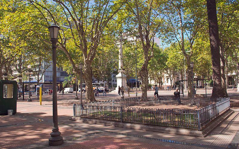 Imagenes De La Plaza Cagancha Ubicada En 18 De Julio Con Imagenes