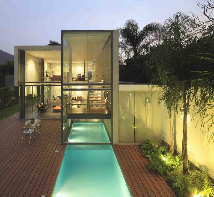 Une Maison De Verre Spectaculaire Surplombant Le Bassin L A