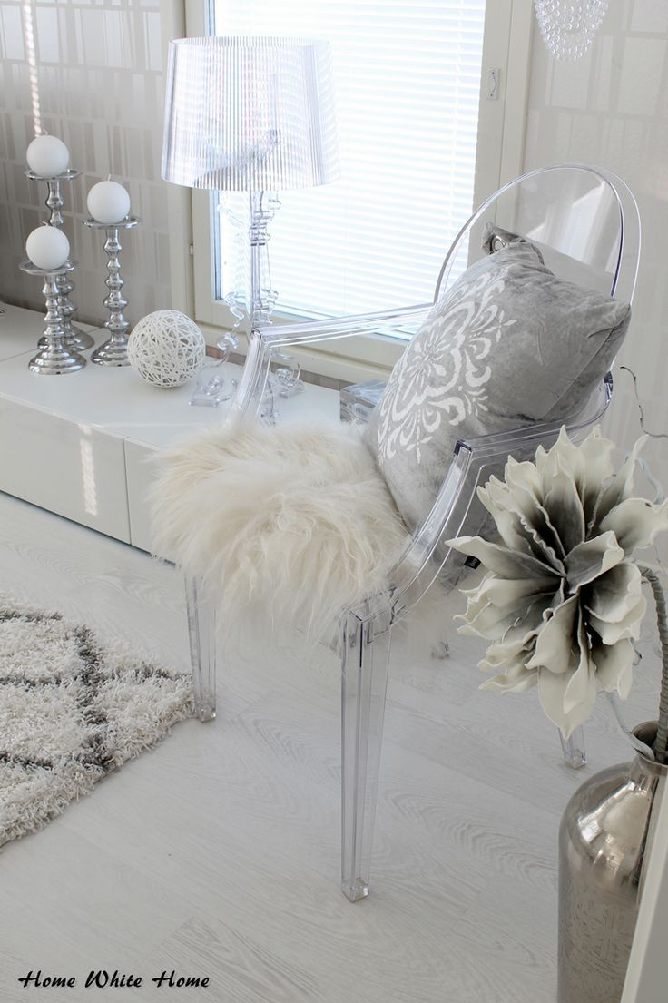 White grey kartell bourgie louis ghost transparent - Grey white and silver bedroom ideas ...