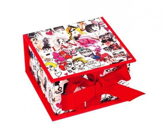A Lanvin, de Alber Elbaz, fez caixa especial com novo sabor de macarrons pra Ladurré