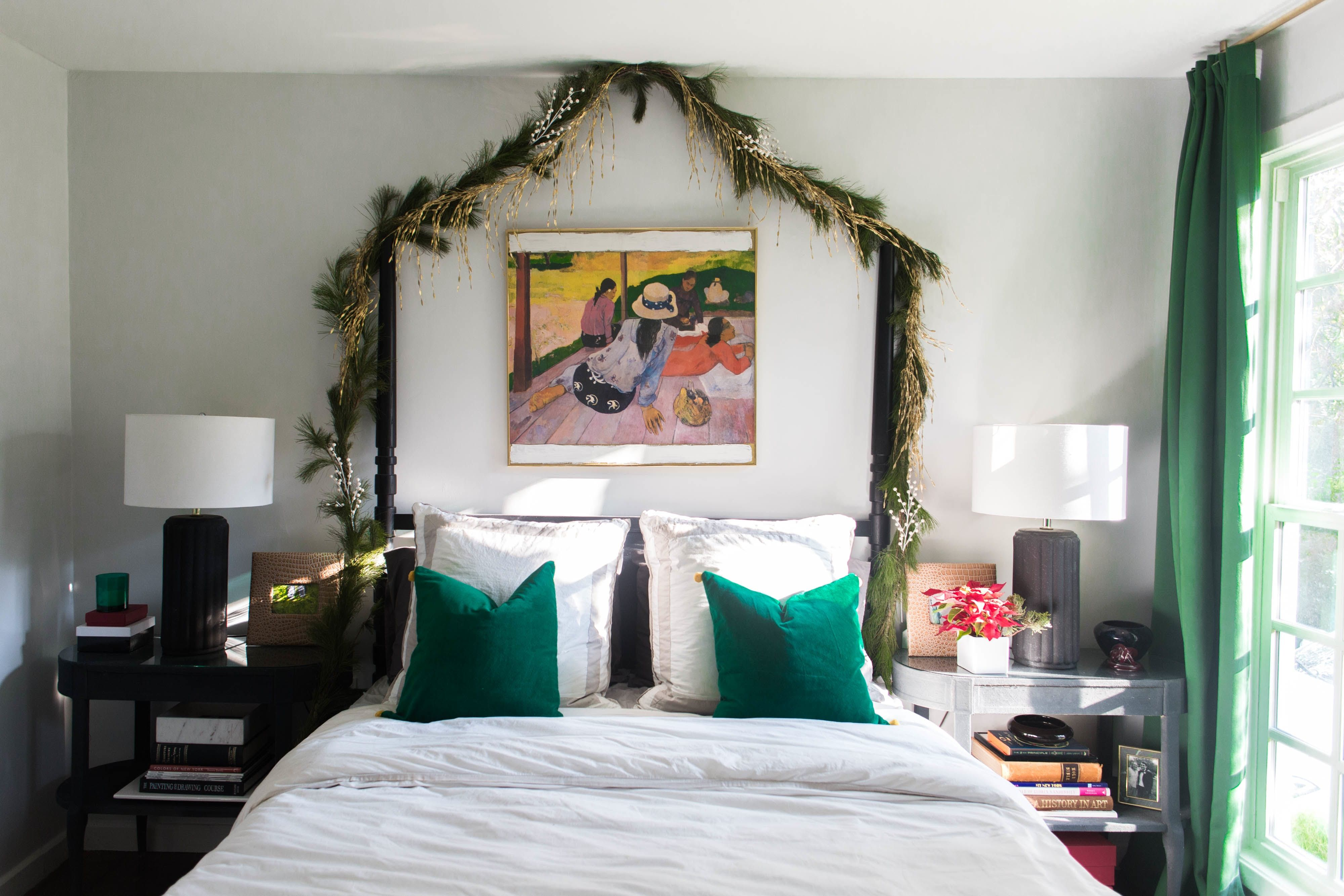 A Chic Austin Bungalow Is Decked Out in Cheery Christmas ...