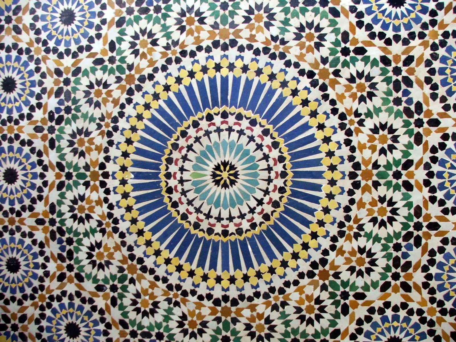 Islamic religious art is decorated with many geometric or plant ...