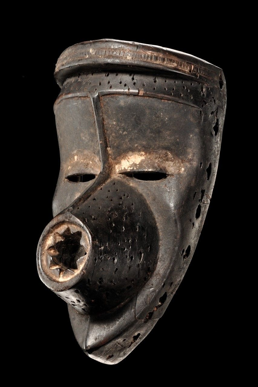 Dan Kagle Mask, Ivory Coast - Art Curator & Art Adviser. I am targeting the most exceptional art! See Catalog @ http://www.BusaccaGallery.com