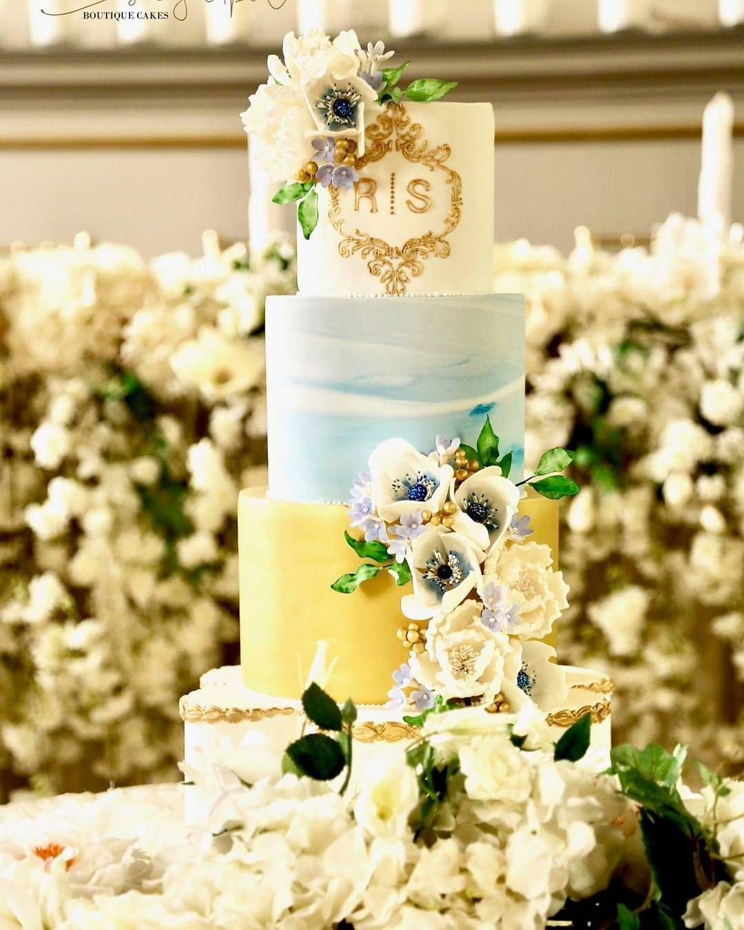 Blue gold wedding cake | Wedding | Pinterest | Hand pipes, Coconut ...