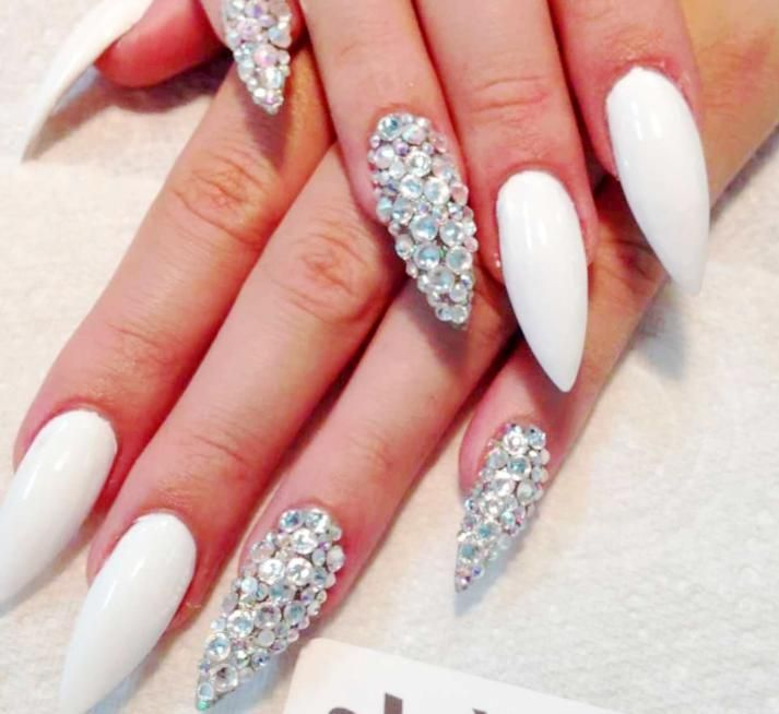 Model Unghii Cu Pietricele 2019 Modele Unghii In 2019 Nail Art