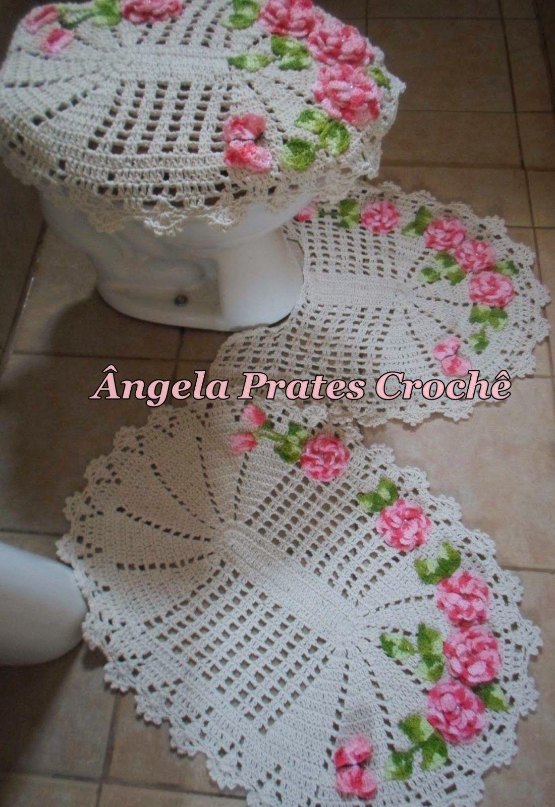 Jogo de banheiro de croche com flores aplicadas