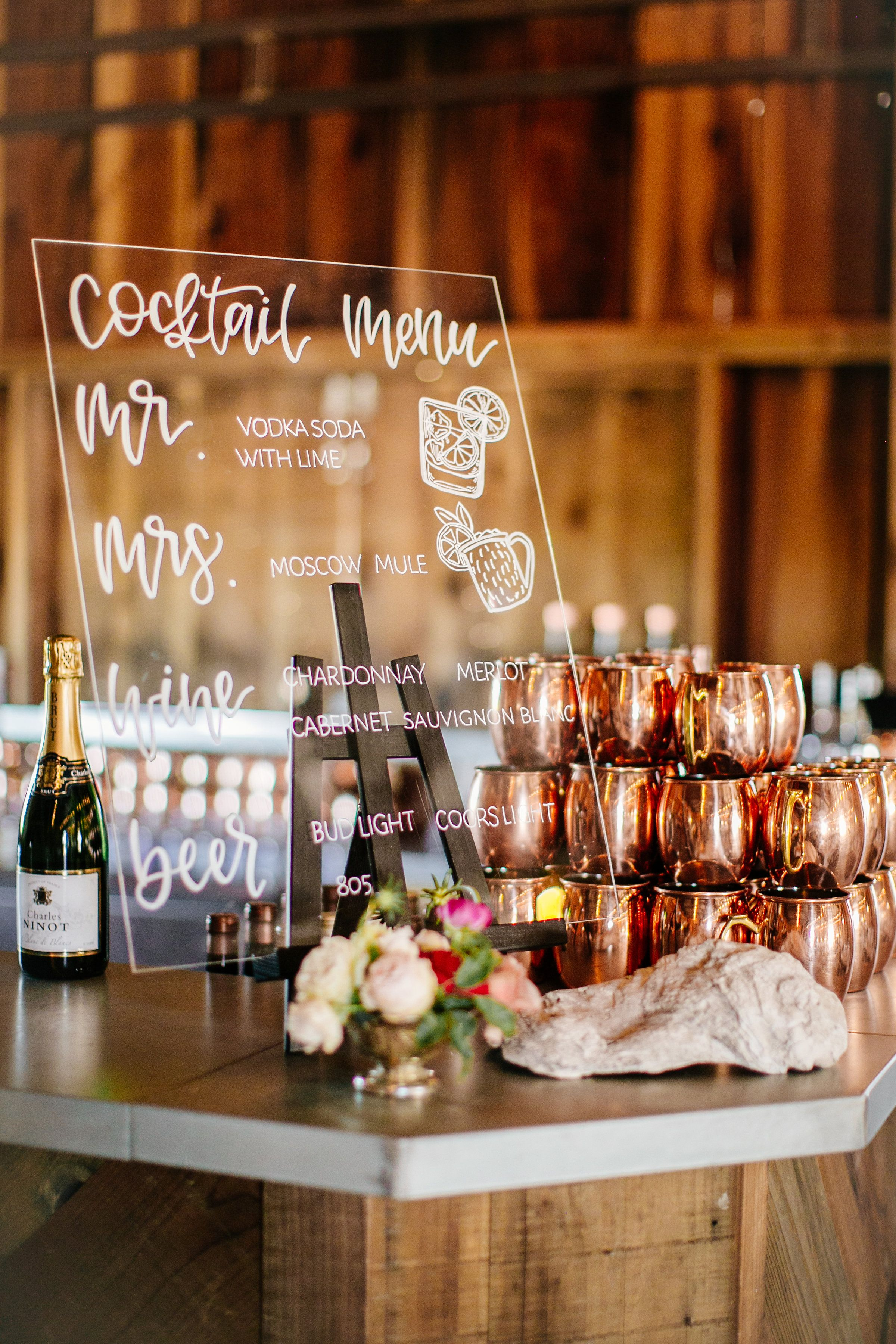 Serve your guests cocktails in style with these copper moscow mule mugs  that also make for perfect wedding favors. #… | Wedding bar, Wedding drink, Wedding  bar sign