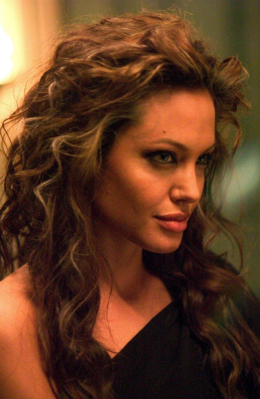 Angelina Jolie I Love Her Hair In Alexander Angelina Jolie Pictures Angelina Jolie Beauty