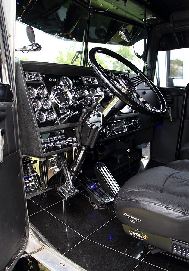 Pin by josh on the helm big rig trucks kenworth trucks - Peterbilt 379 interior accessories ...