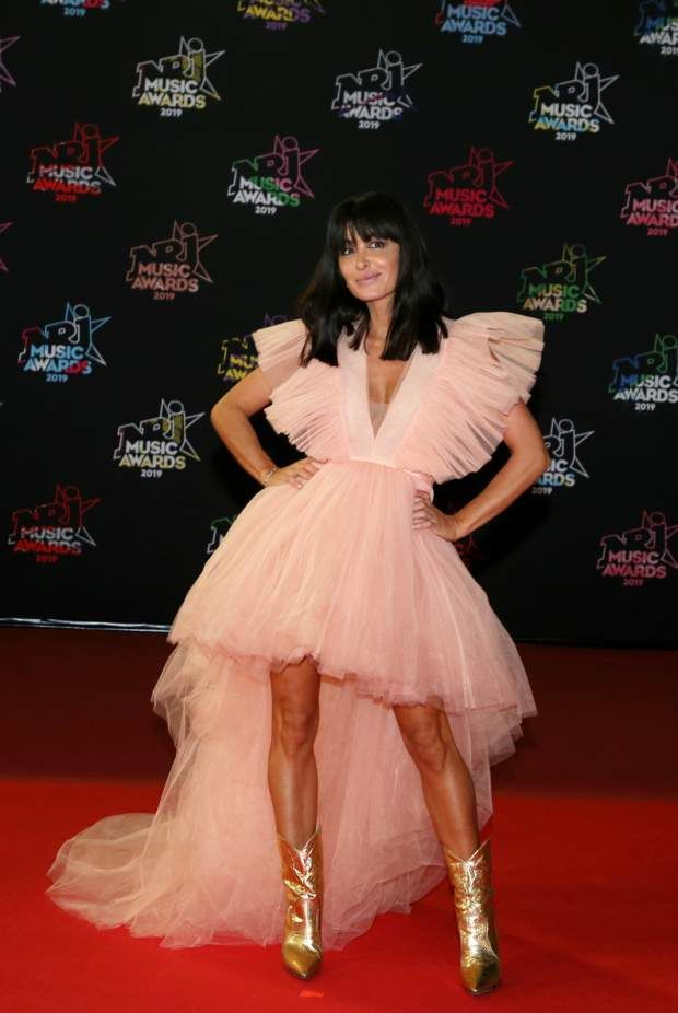 PHOTOS - Le look excentrique de Jenifer aux NRJ Music Awards | H et m robe, Robe formelle, Jenifer