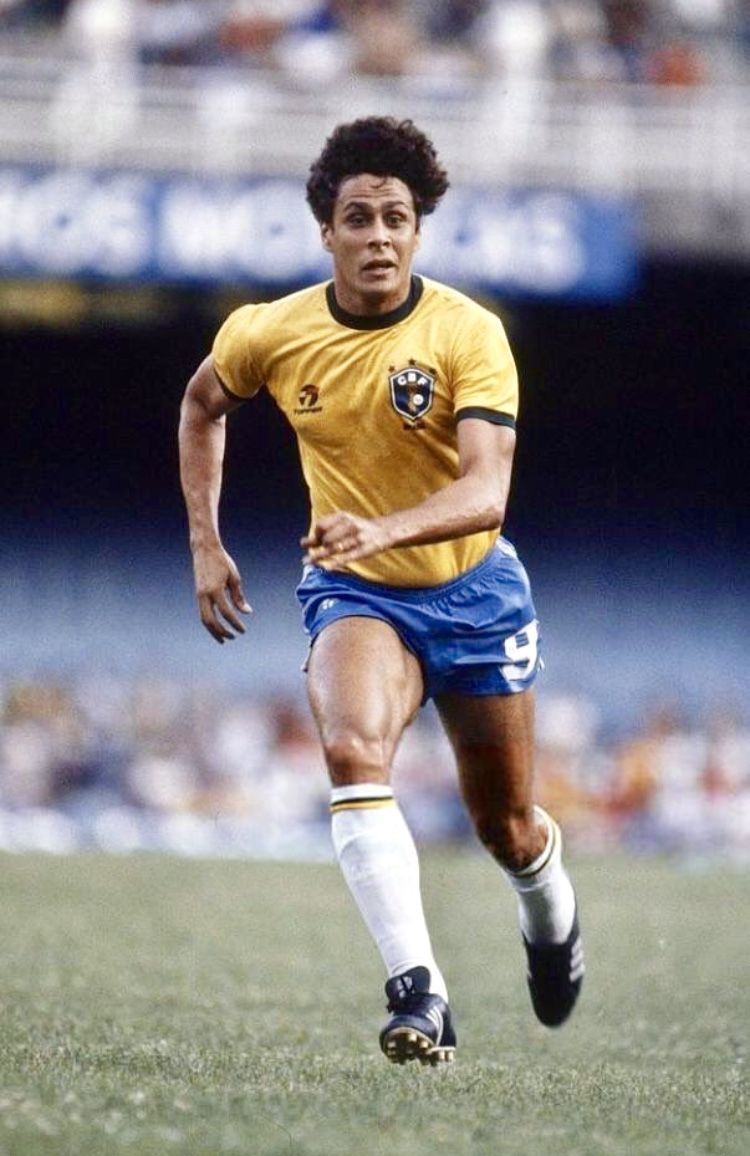 f6d52b375744c Roberto Dinamite com a camisa da seleção brasileira. Raiz é ser Vasco!