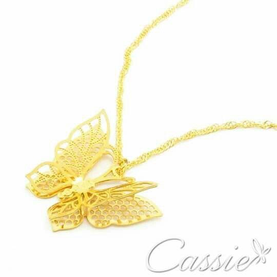 Colar Papillon folheado a ouro com corrente tipo Singapura e pingente de borboleta.  ❤⚪⚪⚪⚪⚪⚪⚪⚪⚪⚪⚪❤  Use o Cupom de desconto CA10 e ganhe 10% de desconto.  ❤⚪⚪⚪⚪⚪⚪⚪⚪⚪⚪⚪❤ ❤⚫⚫⚫⚫⚫⚫⚫⚫⚫⚫⚫❤ #Cassie #semijoias #acessórios #moda #fashion #instajoias #tendências #prata #charms #cupomdedesconto #instasemijoias #pulseirismo #zirconias #folheado #dourado #berloques