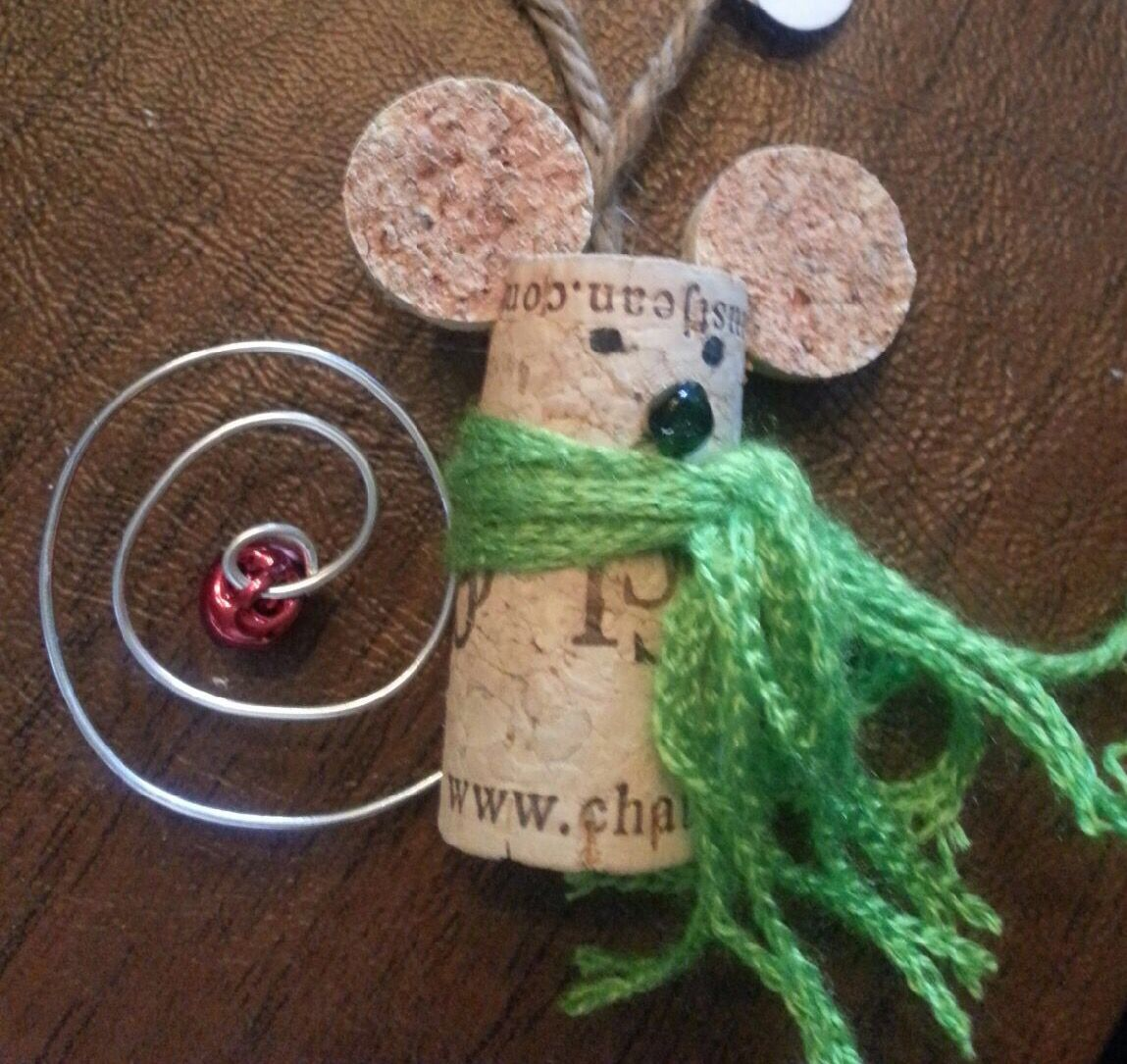 Ornaments made from wine corks - Adorable Christmas Mouse Made Of Wine Corks